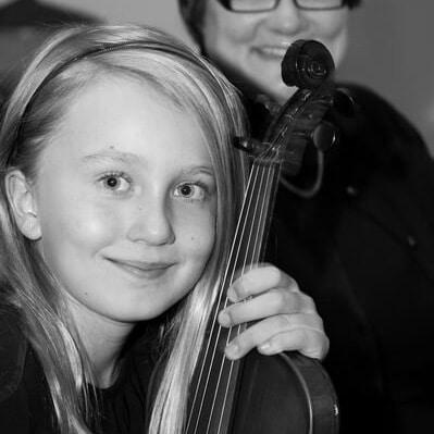 Oakville_violin_student_bw-1